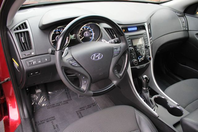 2012 Hyundai Sonata SE SEDAN - Click to see full-size photo viewer