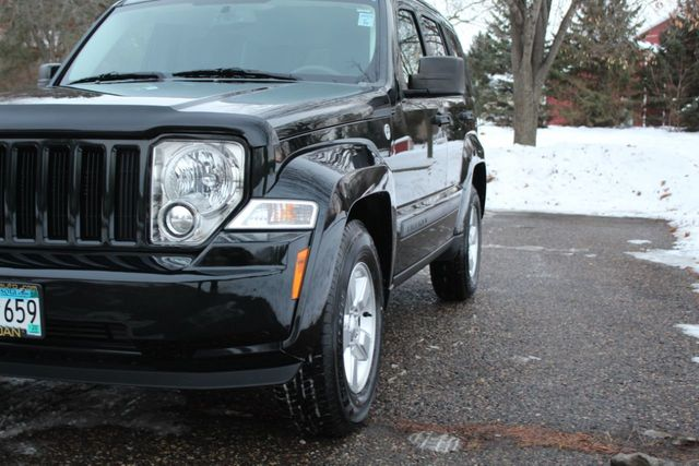 2012 Jeep Liberty 4WD SPORT  W/ NEW TIRES - Click to see full-size photo viewer