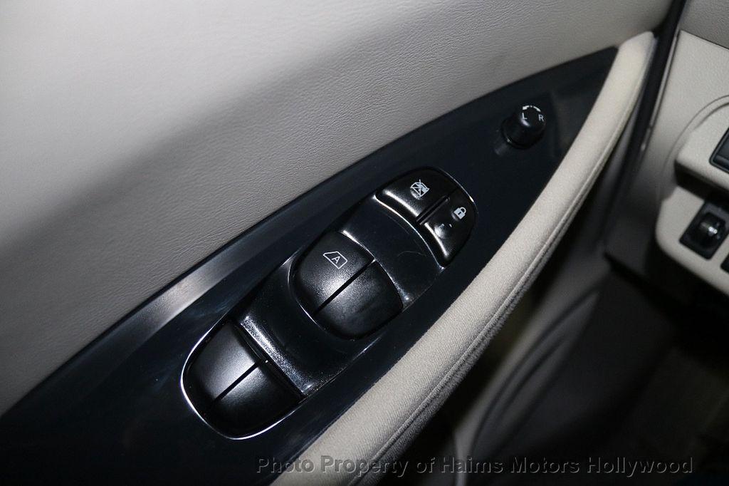 2012 Nissan Leaf  - 17943353 - 24