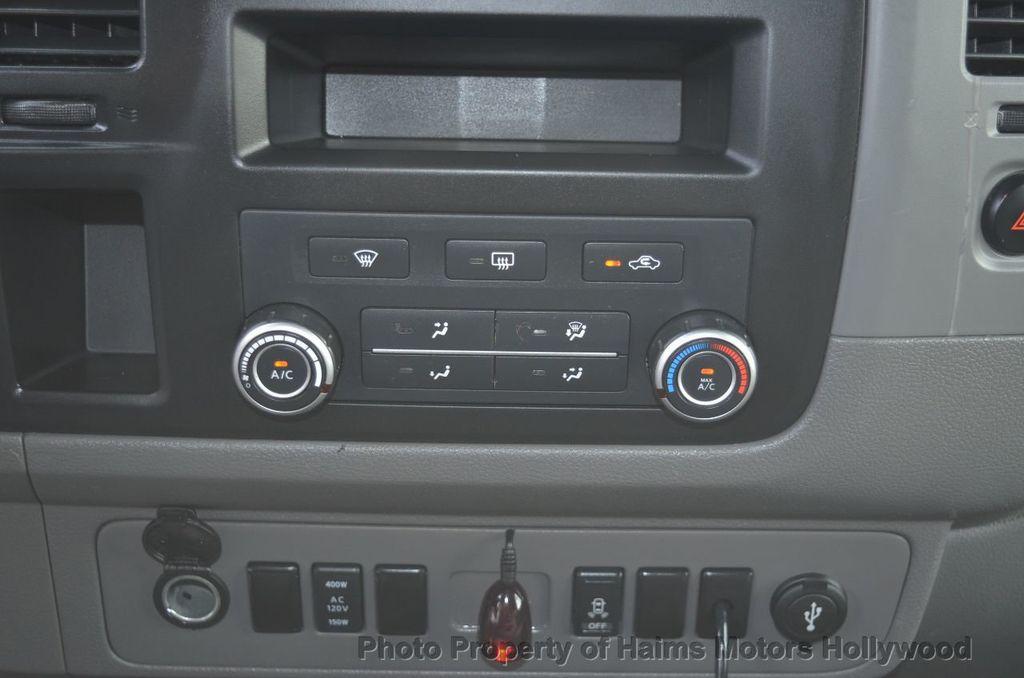 2012 Nissan NVP 3500 V6 SV - 18346487 - 34