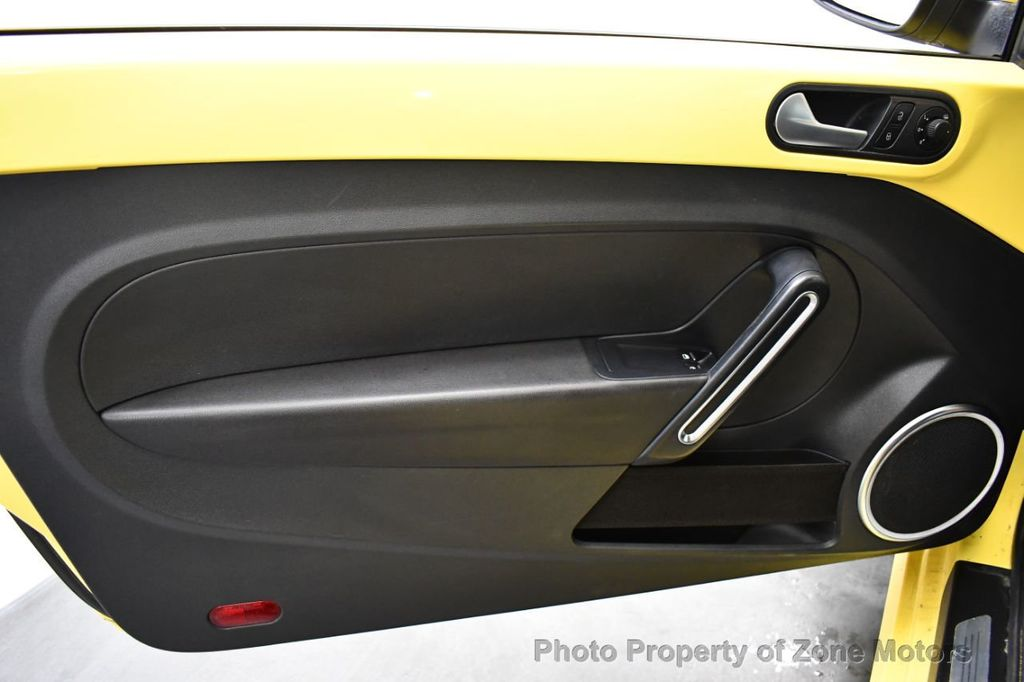 2012 Volkswagen Beetle 2dr Coupe Automatic 2.5L - 18561741 - 20
