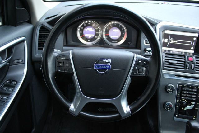 2012 Volvo XC60 R-DESIGN PLATINUM T6 AWD ONE OWNER - Click to see full-size photo viewer