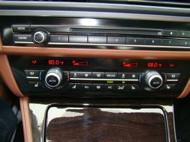 2013 BMW 5 Series 535i xDrive - 17785331 - 10
