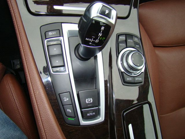 2013 BMW 5 Series 535i xDrive - 17785331 - 11