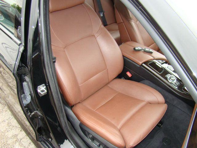 2013 BMW 5 Series 535i xDrive - 17785331 - 29