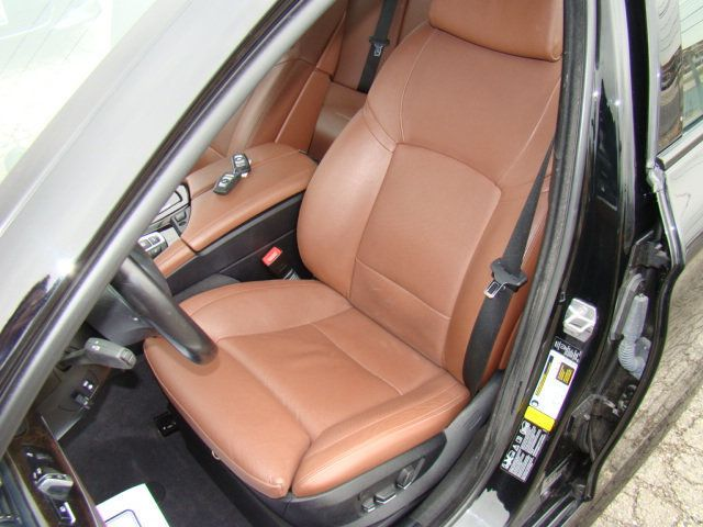 2013 BMW 5 Series 535i xDrive - 17785331 - 30