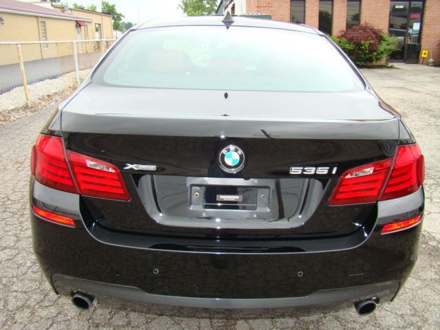 2013 BMW 5 Series 535i xDrive - 17785331 - 40