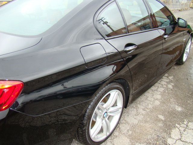 2013 BMW 5 Series 535i xDrive - 17785331 - 44