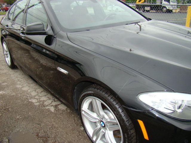 2013 BMW 5 Series 535i xDrive - 17785331 - 4