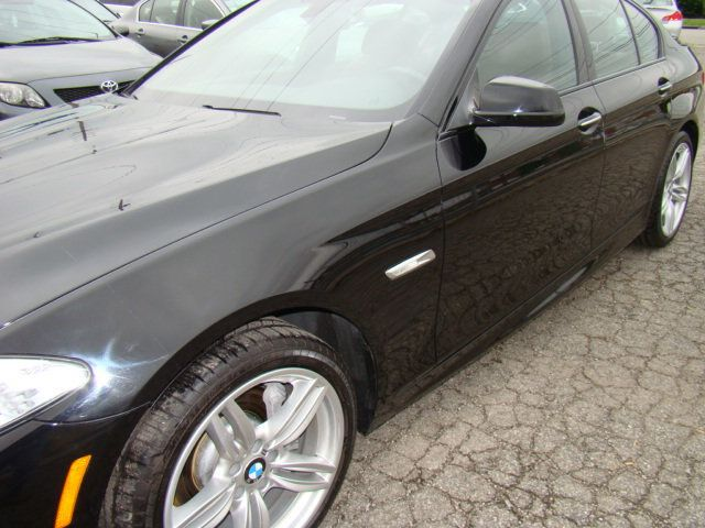 2013 BMW 5 Series 535i xDrive - 17785331 - 5