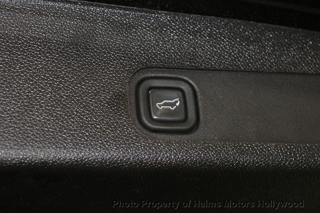 2013 Cadillac Escalade AWD 4dr Luxury - 17789447 - 9