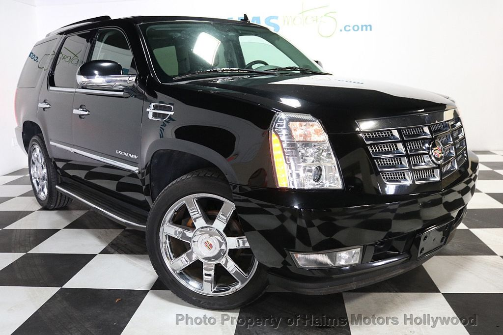 2013 Cadillac Escalade AWD 4dr Luxury - 17789447 - 3