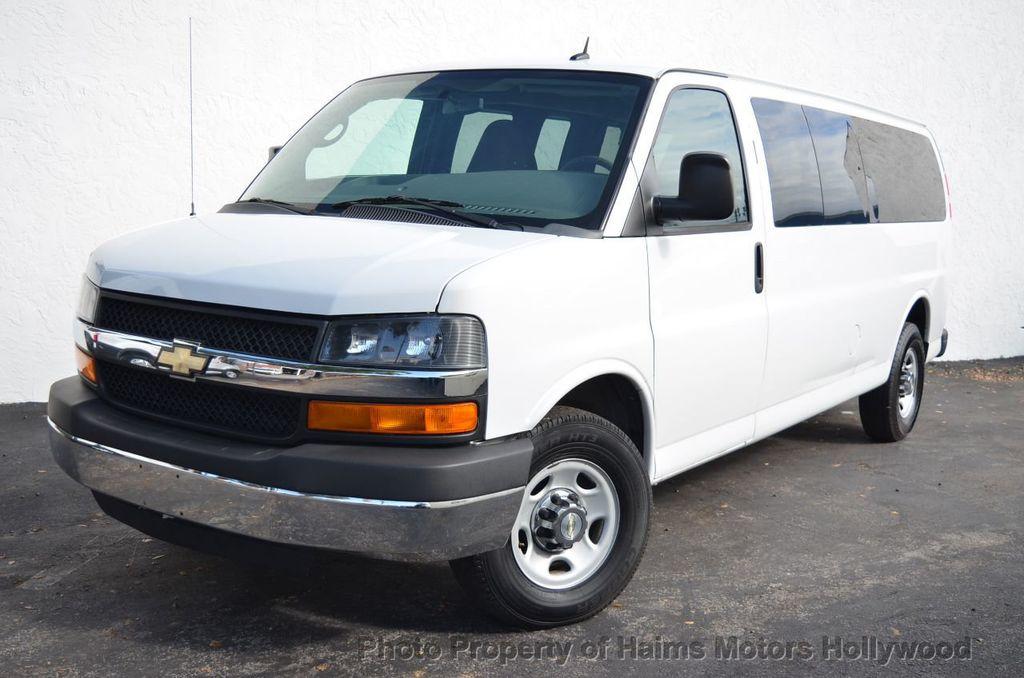 "2013 Chevrolet Express Passenger RWD 3500 155"" LT w/2LT - 18296536 - 1"