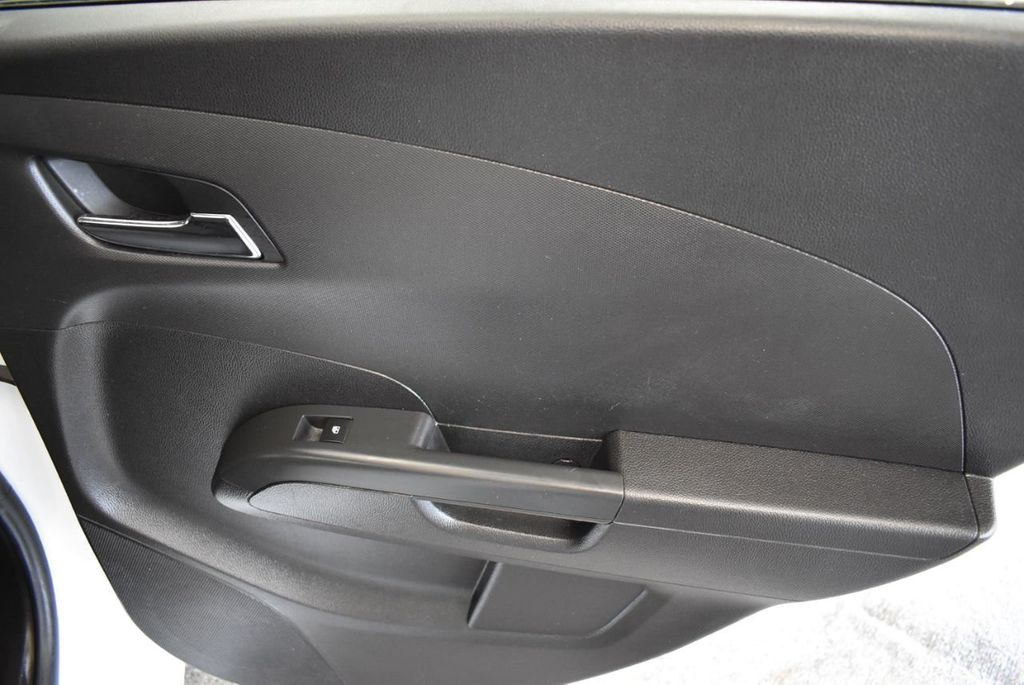2013 Chevrolet Sonic 4dr Sedan Automatic LT - 18246519 - 23
