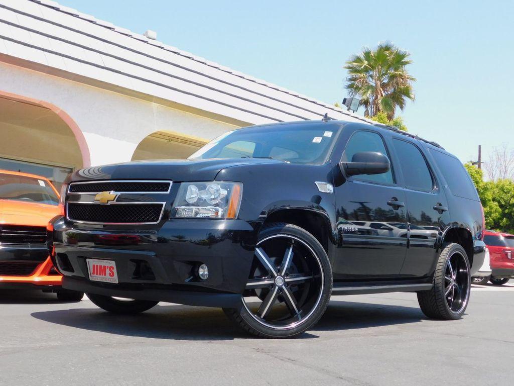2013 Chevrolet Tahoe w/ Entertainment System & Custom Wheels  - 17656564 - 0