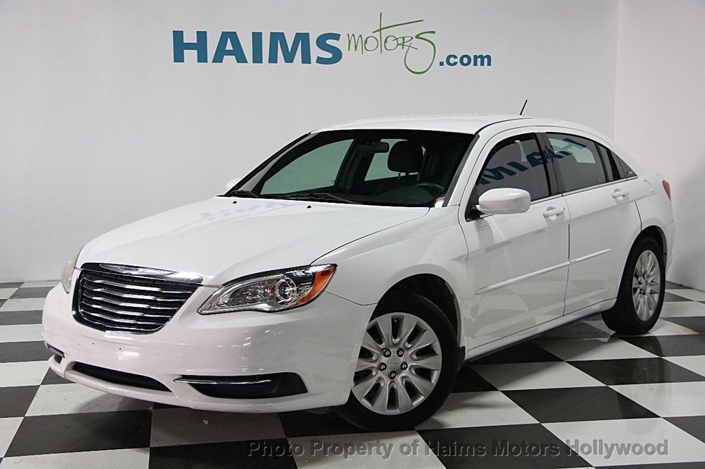 2013 Chrysler 200 4dr Sedan LX - 15440103 - 0