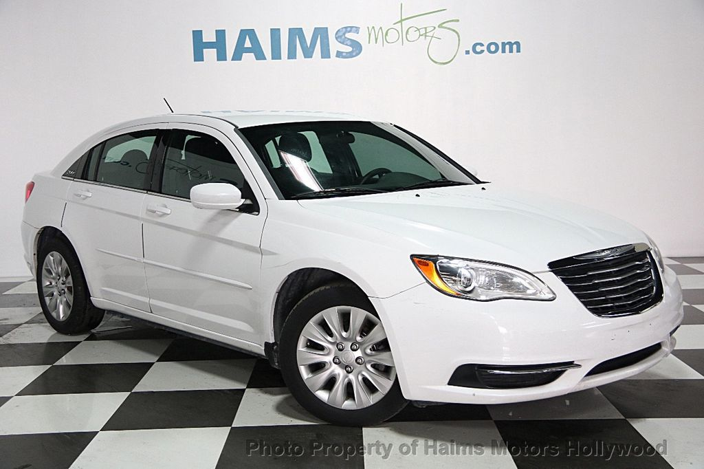 2013 Chrysler 200 4dr Sedan LX - 15440103 - 2