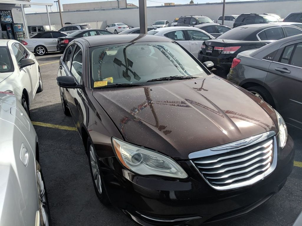 2013 Chrysler 200 4dr Sedan Touring - 18554474