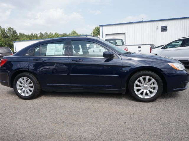 2013 Chrysler 200 4dr Sedan Touring Sedan - 1C3CCBBB7DN714543 - 3