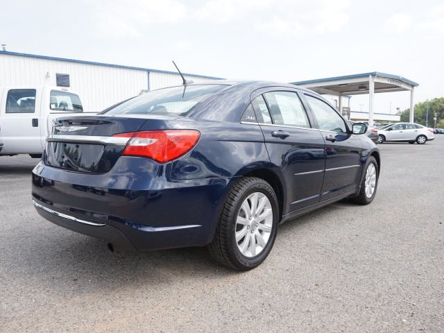 2013 Chrysler 200 4dr Sedan Touring Sedan - 1C3CCBBB7DN714543 - 4