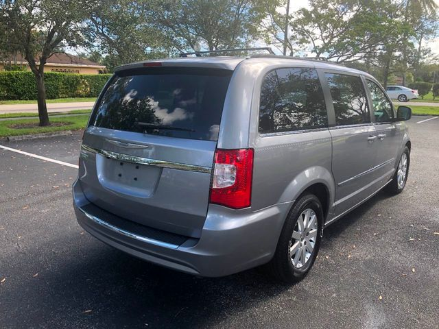 2013 Chrysler Town & Country 4dr Wagon Touring - Click to see full-size photo viewer