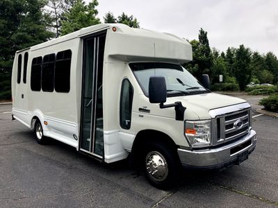 2013 Ford E450 Wheelchair Bus