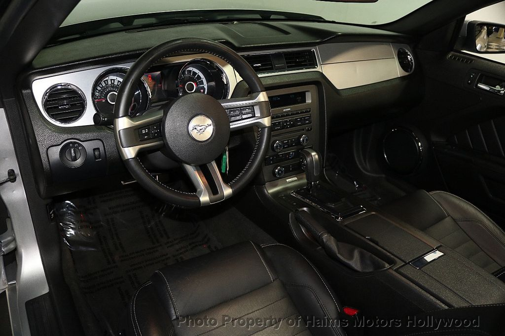 2013 Ford Mustang 2dr Convertible V6 - 17798194 - 16