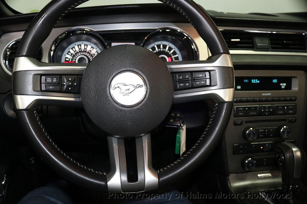 2013 Ford Mustang 2dr Convertible V6 - 17798194 - 24