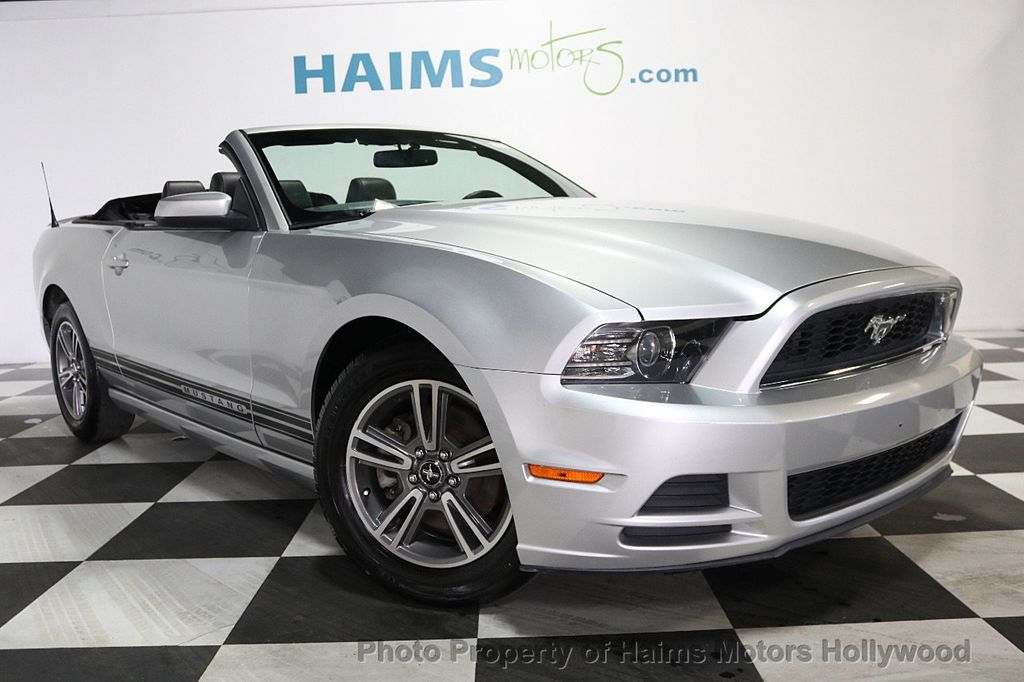 2013 Ford Mustang 2dr Convertible V6 - 17798194 - 3