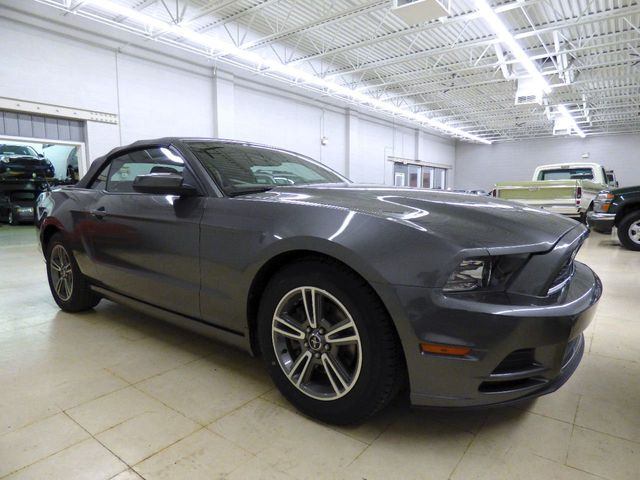 2013 Ford Mustang 2dr Convertible V6 - Click to see full-size photo viewer