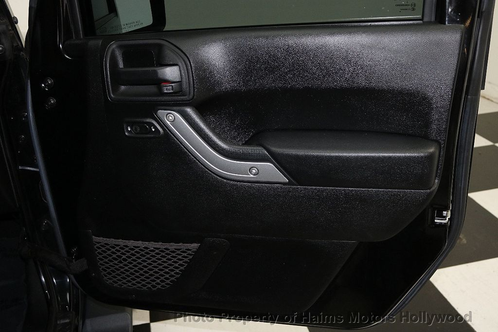 2013 Jeep Wrangler Unlimited 4WD 4dr Sahara - 17789598 - 26