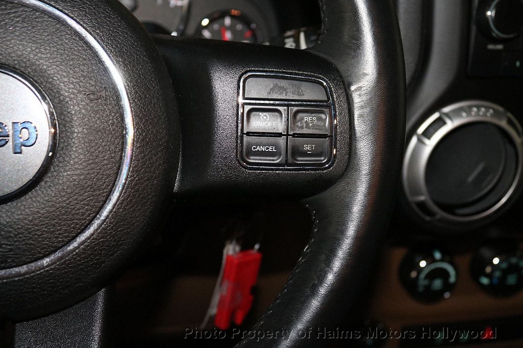 2013 Jeep Wrangler Unlimited 4WD 4dr Sahara - 18575378 - 33
