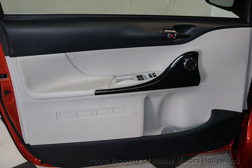2013 Scion iQ 3dr Hatchback - 17662908 - 9