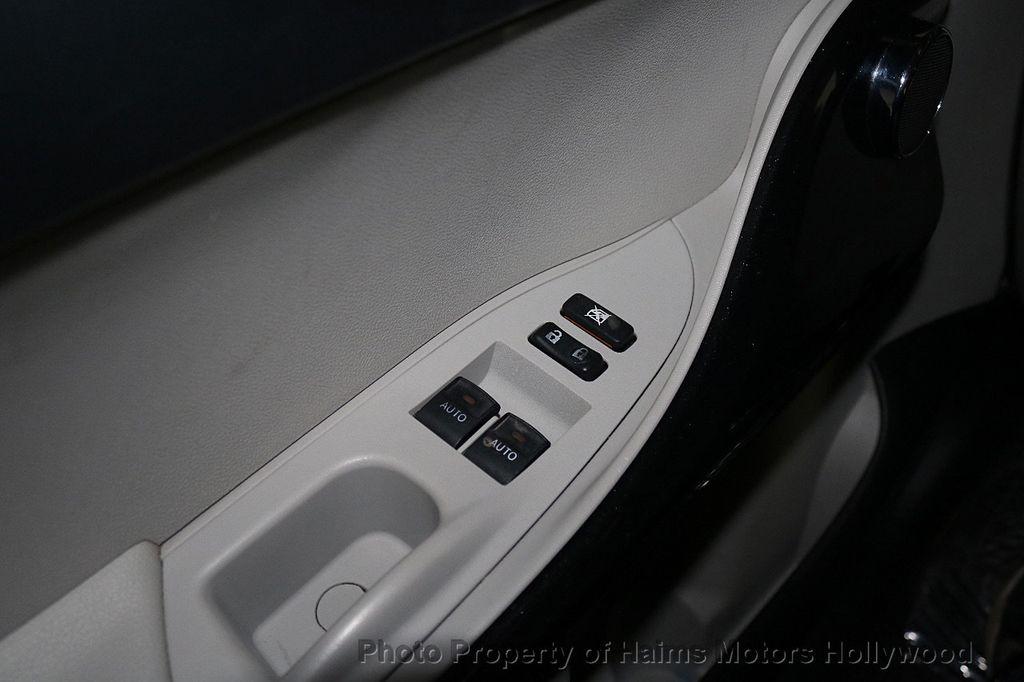 2013 Scion iQ 3dr Hatchback - 17662908 - 20