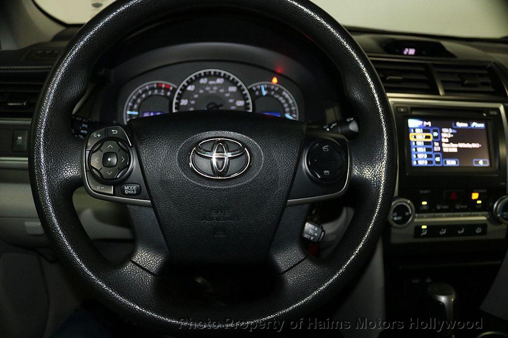 2013 Toyota Camry 4dr Sedan I4 Automatic LE - 17518575 - 25