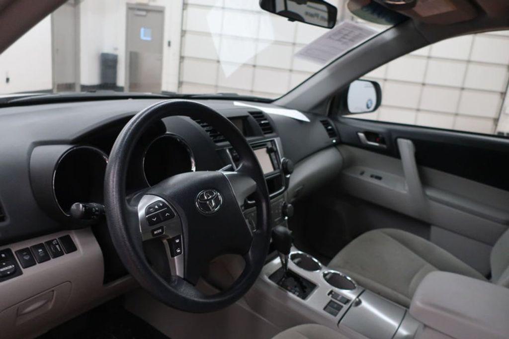 2013 Toyota Highlander 4DR FWD V6 XLE - 17198702 - 24