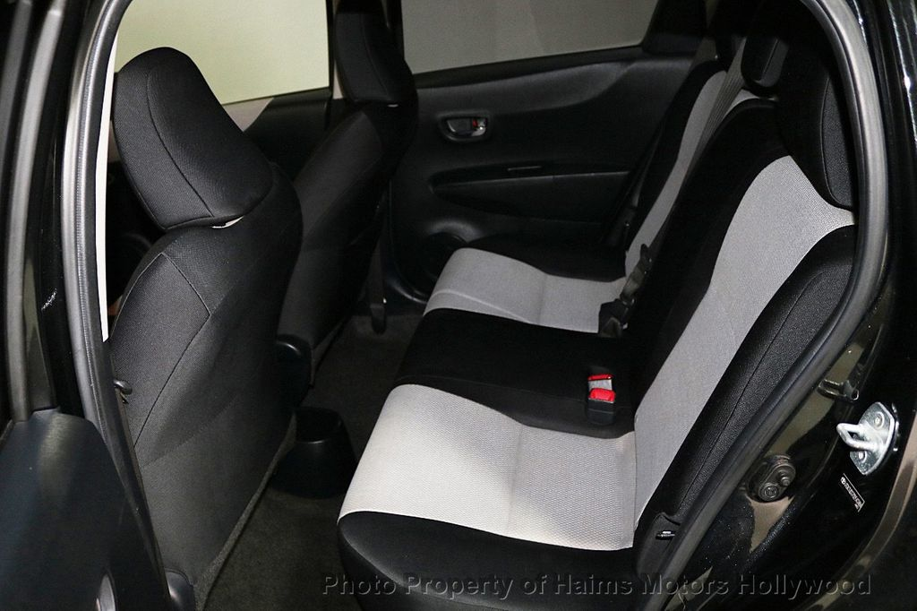 2013 Toyota Yaris 3dr Liftback Automatic LE - 18211099 - 15