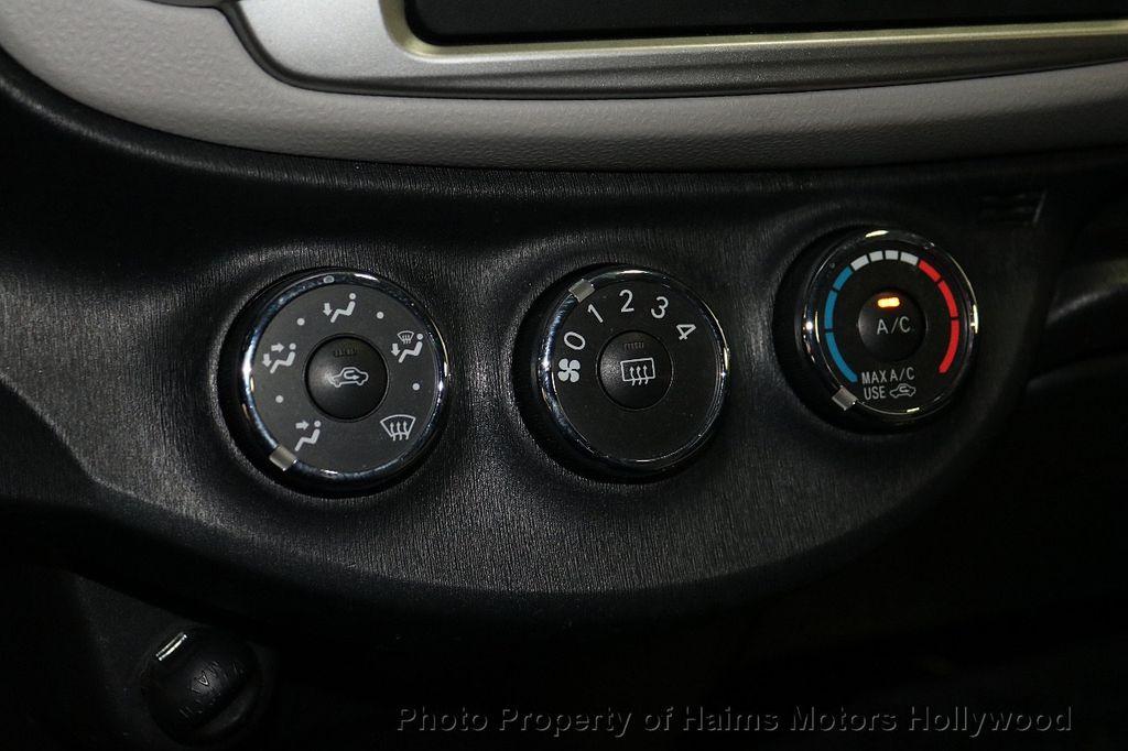 2013 Toyota Yaris 3dr Liftback Automatic LE - 18692695 - 21