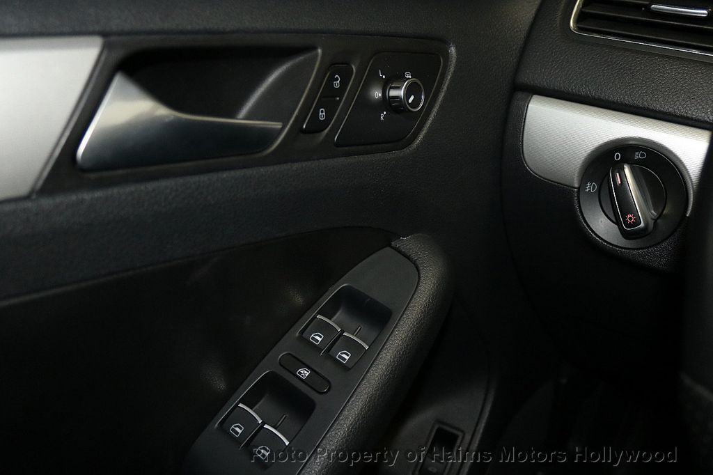 2013 Volkswagen GLI 4dr Sedan DSG - 17638861 - 22