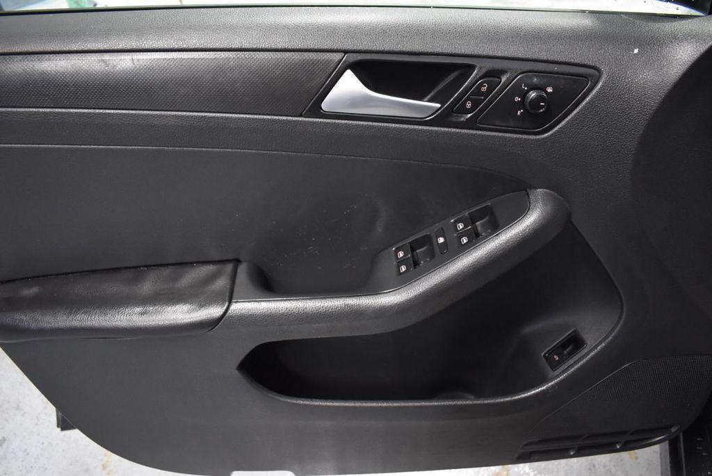 2013 Volkswagen Jetta Sedan S - 18250861 - 14
