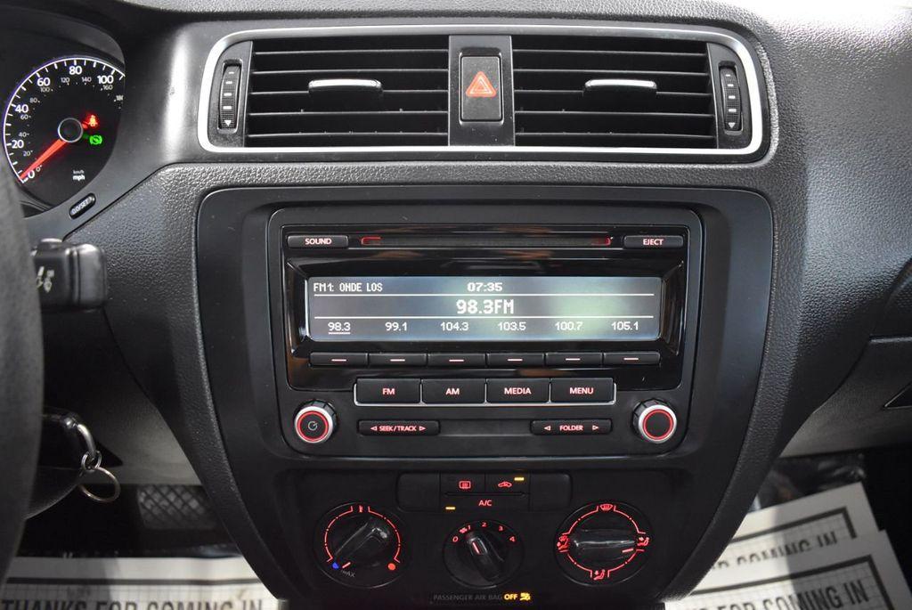 2013 Volkswagen Jetta Sedan S - 18250861 - 17