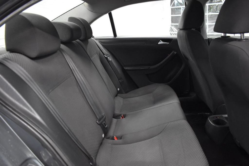 2013 Volkswagen Jetta Sedan S - 18250861 - 19