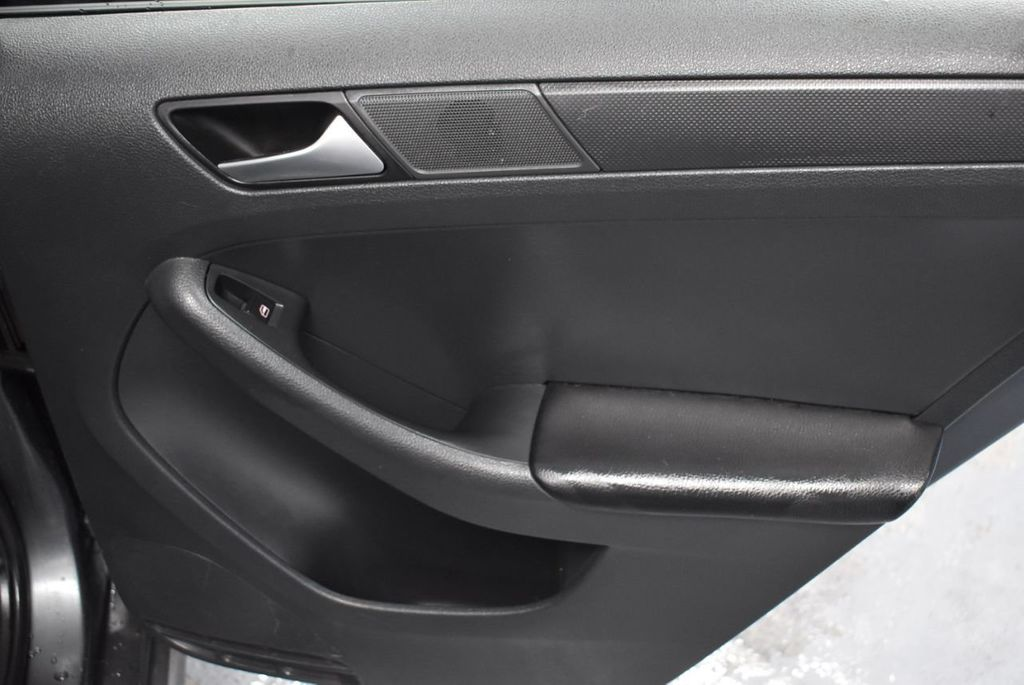 2013 Volkswagen Jetta Sedan S - 18250861 - 20