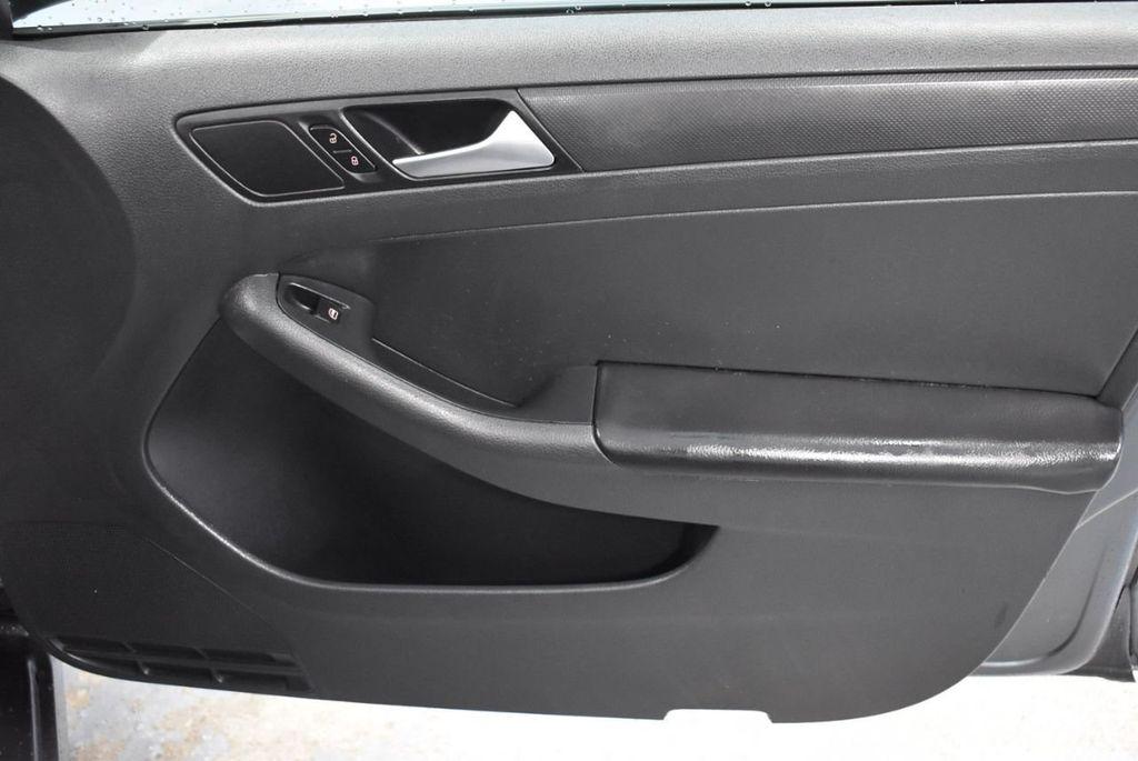2013 Volkswagen Jetta Sedan S - 18250861 - 21