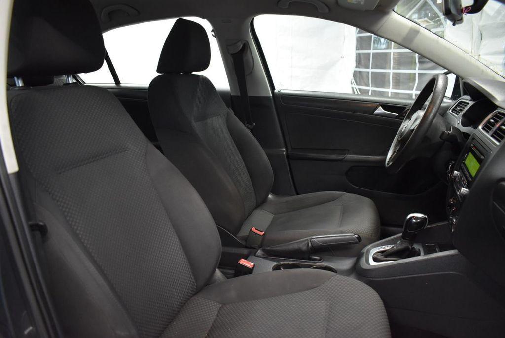 2013 Volkswagen Jetta Sedan S - 18250861 - 22