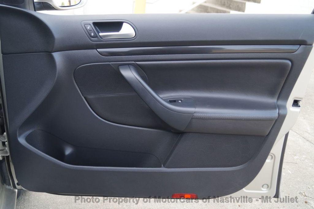 2013 Volkswagen Jetta SportWagen 2.0L TDI w/Sunroof  - 18203144 - 17