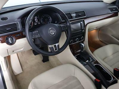 2013 Volkswagen Passat 4dr Sedan 2.0L DSG TDI SEL Premium - Click to see full-size photo viewer