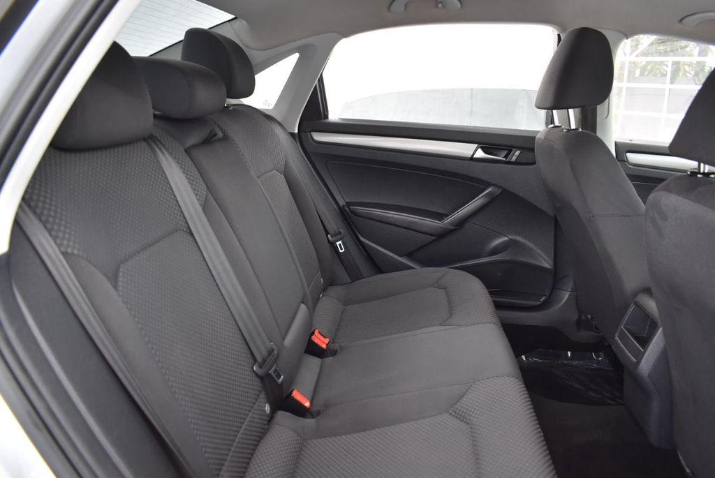 2013 Volkswagen Passat 4dr Sedan 2.0L DSG TDI SE w/Sunroof - 18378131 - 21