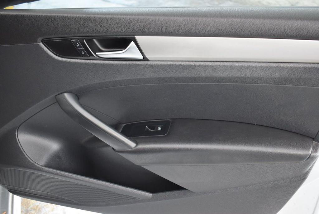 2013 Volkswagen Passat 4dr Sedan 2.0L DSG TDI SE w/Sunroof - 18378131 - 23