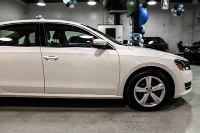 2013 Volkswagen Passat 4dr Sedan 2.5L Automatic SE w/Sunroof & Nav PZEV - Click to see full-size photo viewer